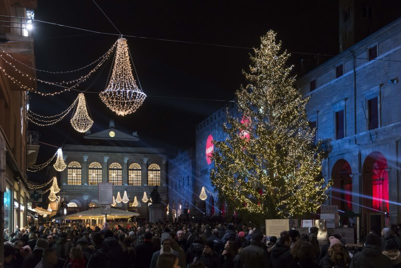 Piazza Cavour: si accende l'Opera di Natale