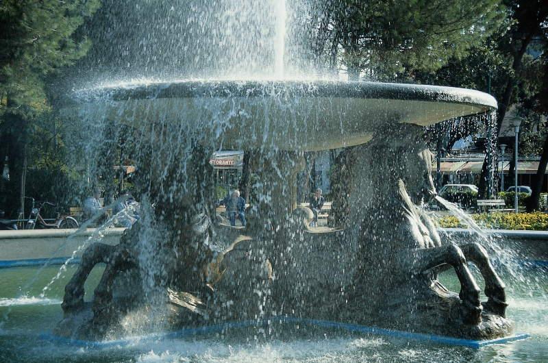 Fontana dei 4 cavalli - Piazzale Fellini