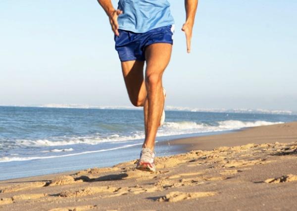 running sulla spiaggia