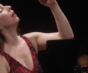 Angela Hewitta - Sundays concerts