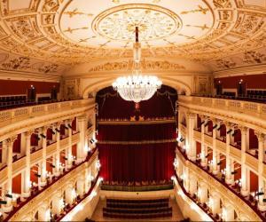interno nuovo teatro Galli