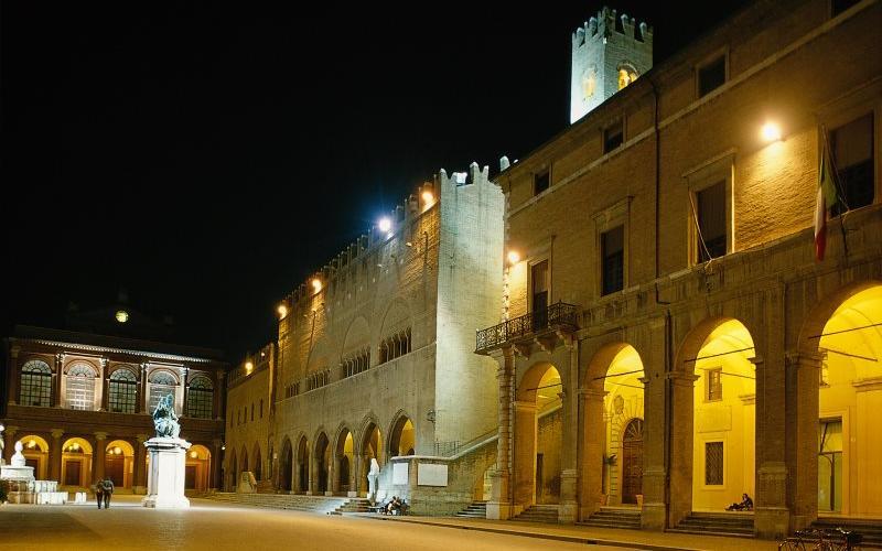 Rimini, piazza Cavour e Teatro Galli
